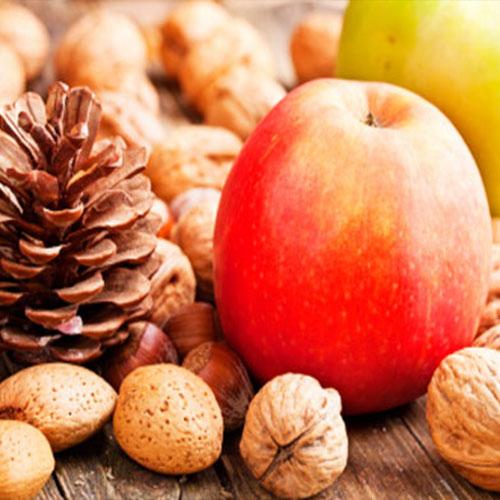 noci, mandorle, pigna e frutta da coltivare in autunno